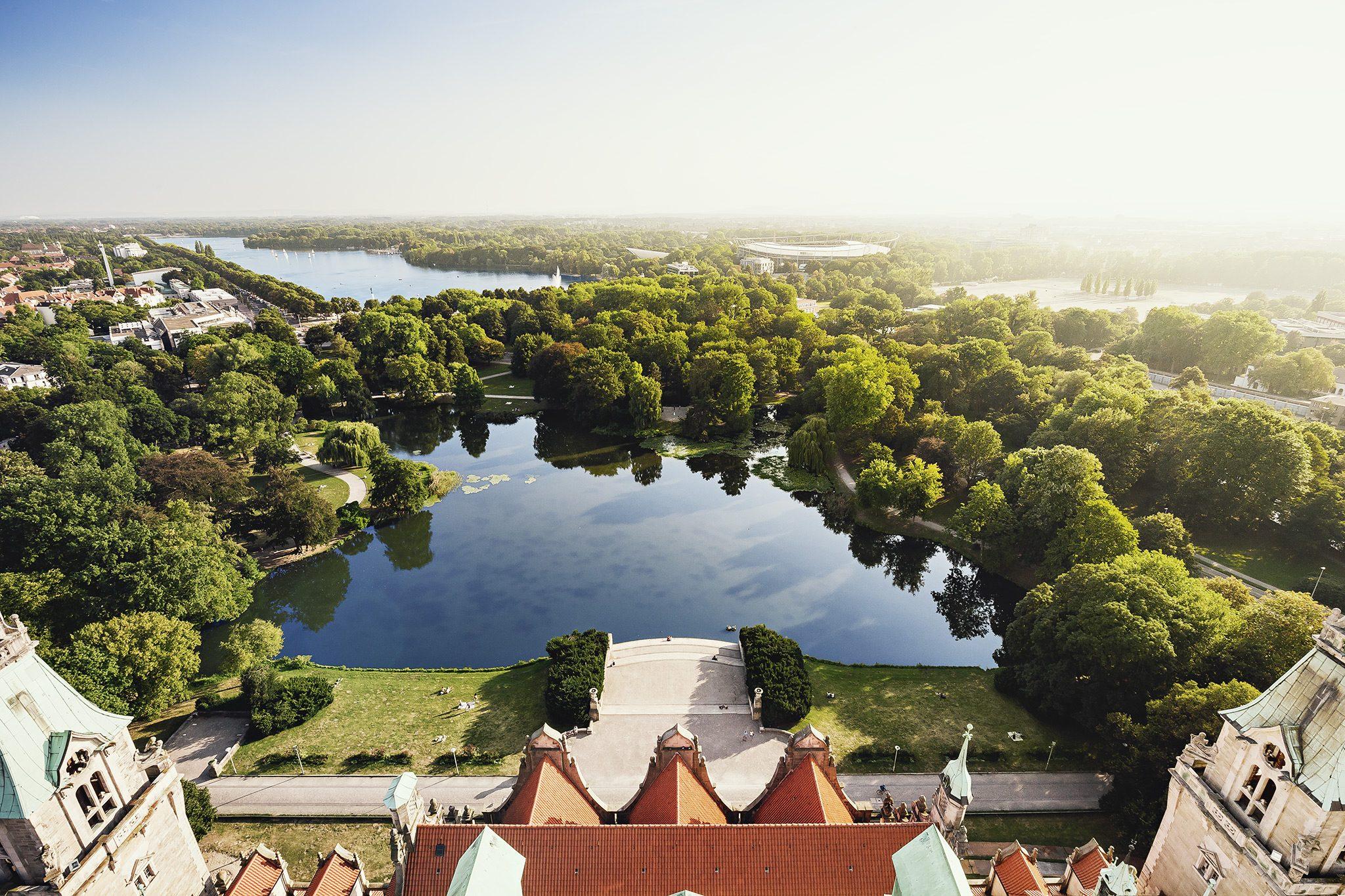 Grünes Hannover: Blick vom Neuen Rathaus auf Maschpark und Maschsee